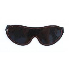 Чёрная перфорированная маска из кожи с красной строчкой